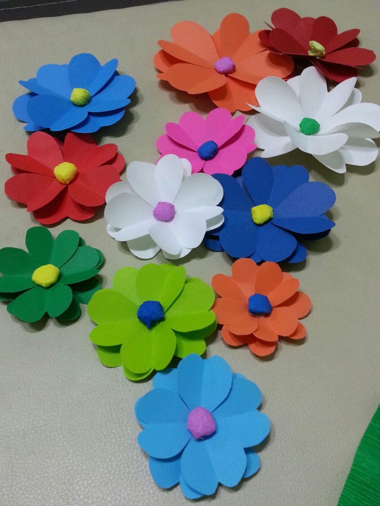 Pin By Paper Crafts On Paper Flowers Construction Paper Flowers