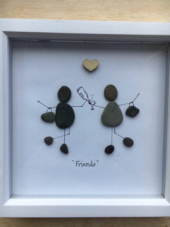 Kiesel Bild Freunde zwei Freundinnen feiern mit einigen sprudelnden, handgefertigt in Schottland, Kiesel Kunst #bastelnmitsteinen