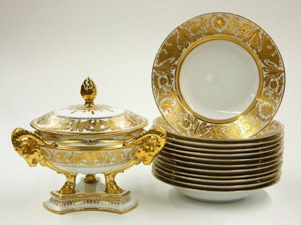 2013: Dresden porcelain table service : Lot 2013