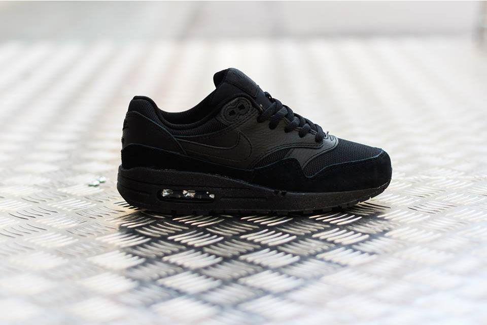 Nike Air Max 1 GS Iridescent (femme) : photos infos | Running Shoes |  Pinterest | Iridescent, Air max and Basket nike