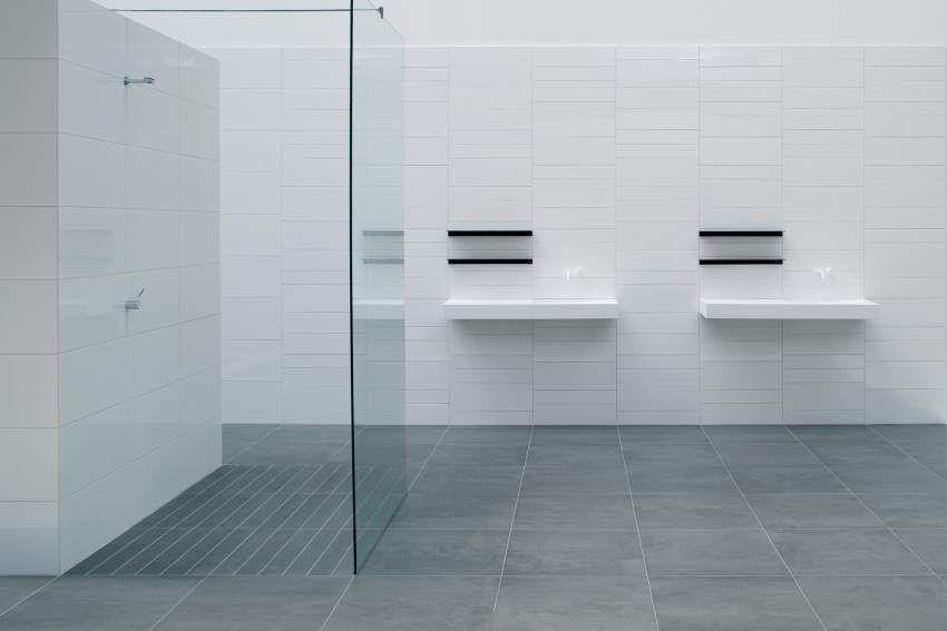 Badkamer 1e verdieping more than white mosa tegels vloertegel antraciet 60 bij 60 witte - Tegel witte glanzende badkamer ...