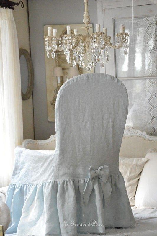 housse de fauteuil voltaire romantique et shabby chic avec son joli noeud d co couture. Black Bedroom Furniture Sets. Home Design Ideas