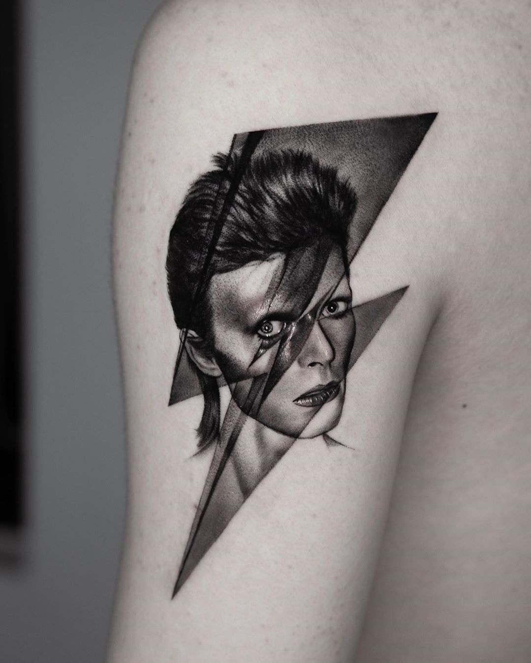 "Tattoodo on Instagram: ""Bowie ⚡️Forever Portrait by @suno_tattoo from Seoul, Korea #TATTOODO"""