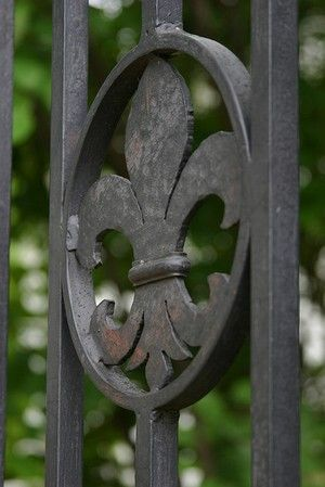 2 FRENCH FLEUR DE LIS Rosettes Cast Iron Wrought Garden Decor