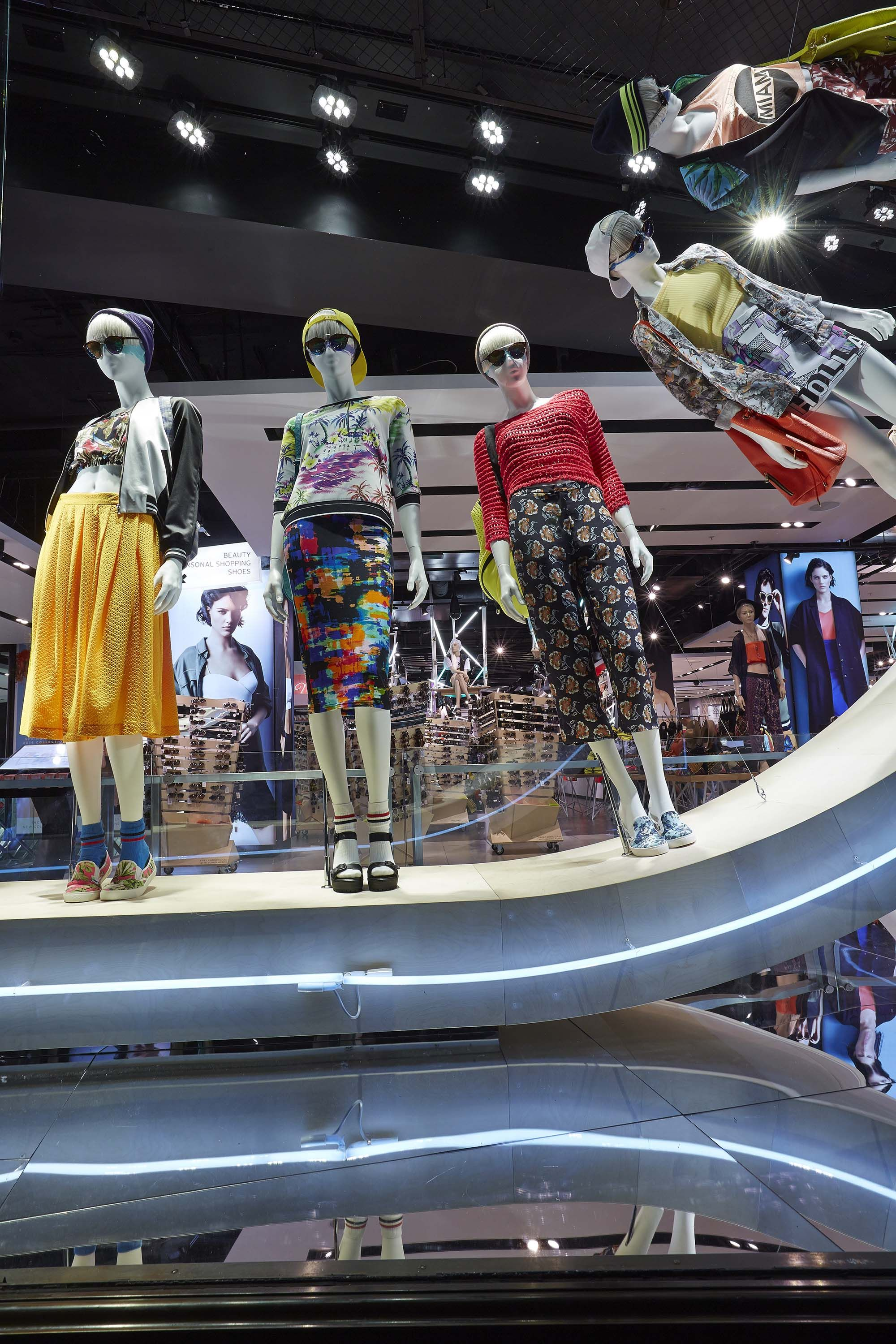 Pin by Retail Design by Essential Retail on Retail Design ... |Curved Line Display Visual Merchandising