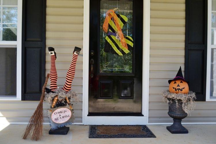 Deko Ideen Zu Halloween Party Mit Hexen Ein Hexenhaus Erschaffen Halloween Turdekoration Halloweendeko Halloween Tur
