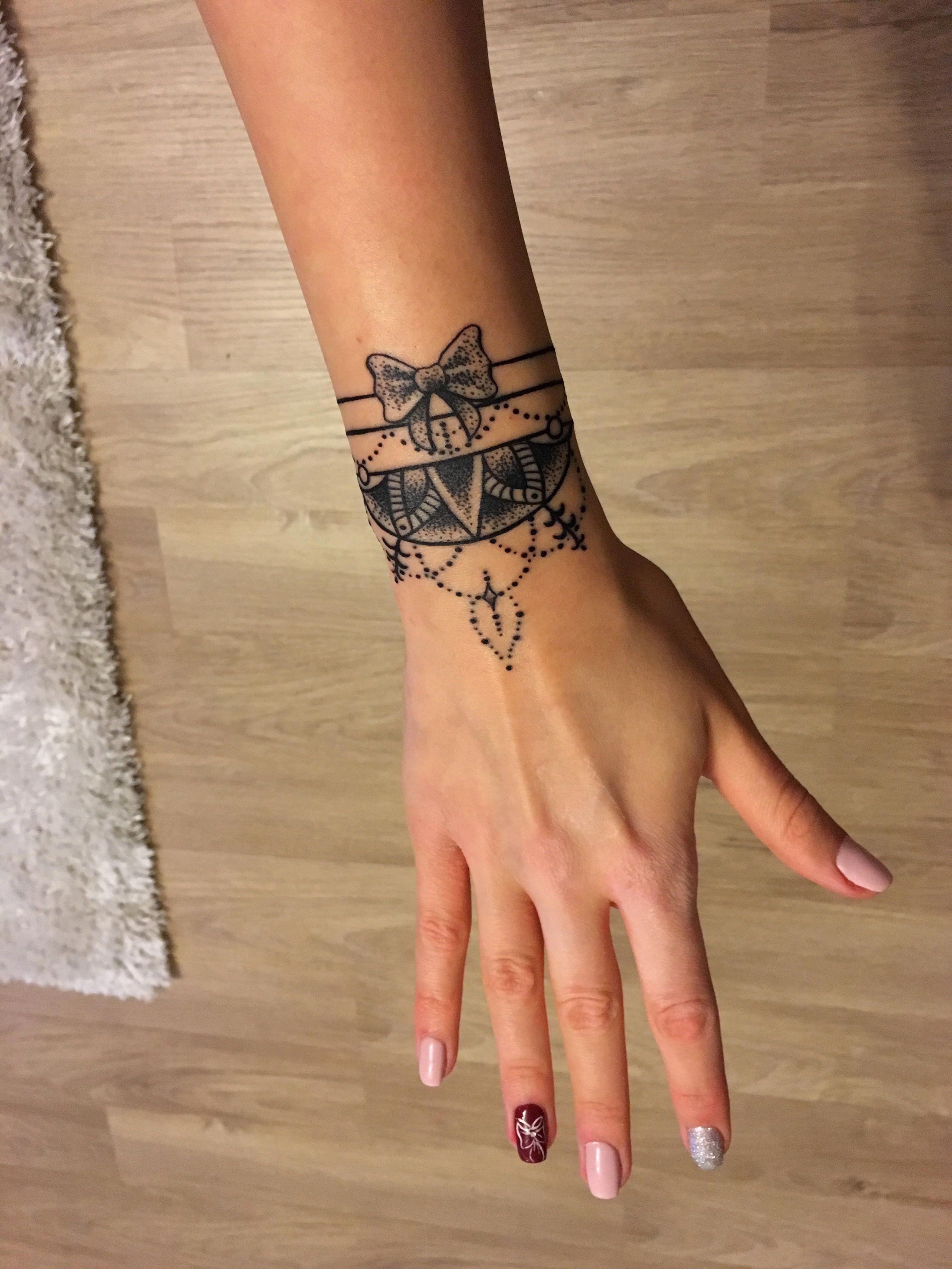 Armbander Mit Namen Tatowierung Am Handgelenk 2