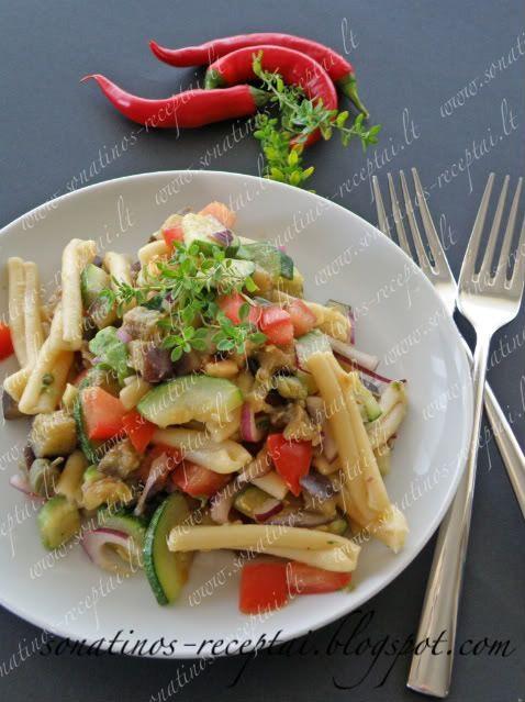 Sonatinos receptai: Makaronų salotos su daržovėmis, avokadu ir kaparia...