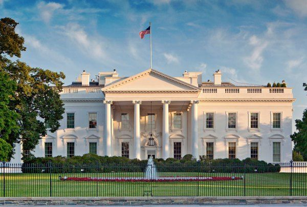 Bombshell Secrets The Obamas Don T Want You To Know From Infidelity To Divorce Rumors White House Usa White Exterior Houses White House Tour