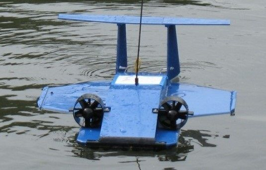 Радиоуправляемая модель экраноплана с шасси на воздушной ...