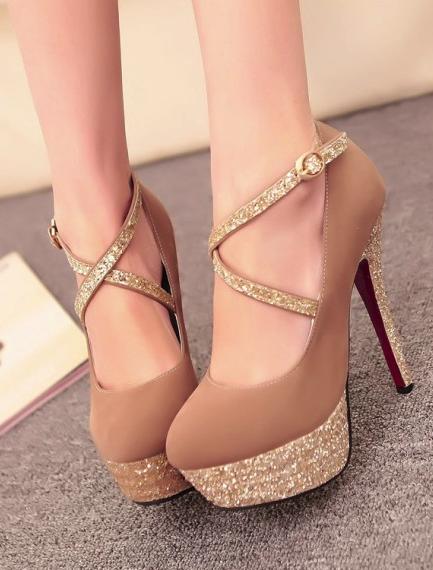 21f104fba7873 Dourado | Sapatos | Sapatos altos, Sapatos salto e Sapatos para ...