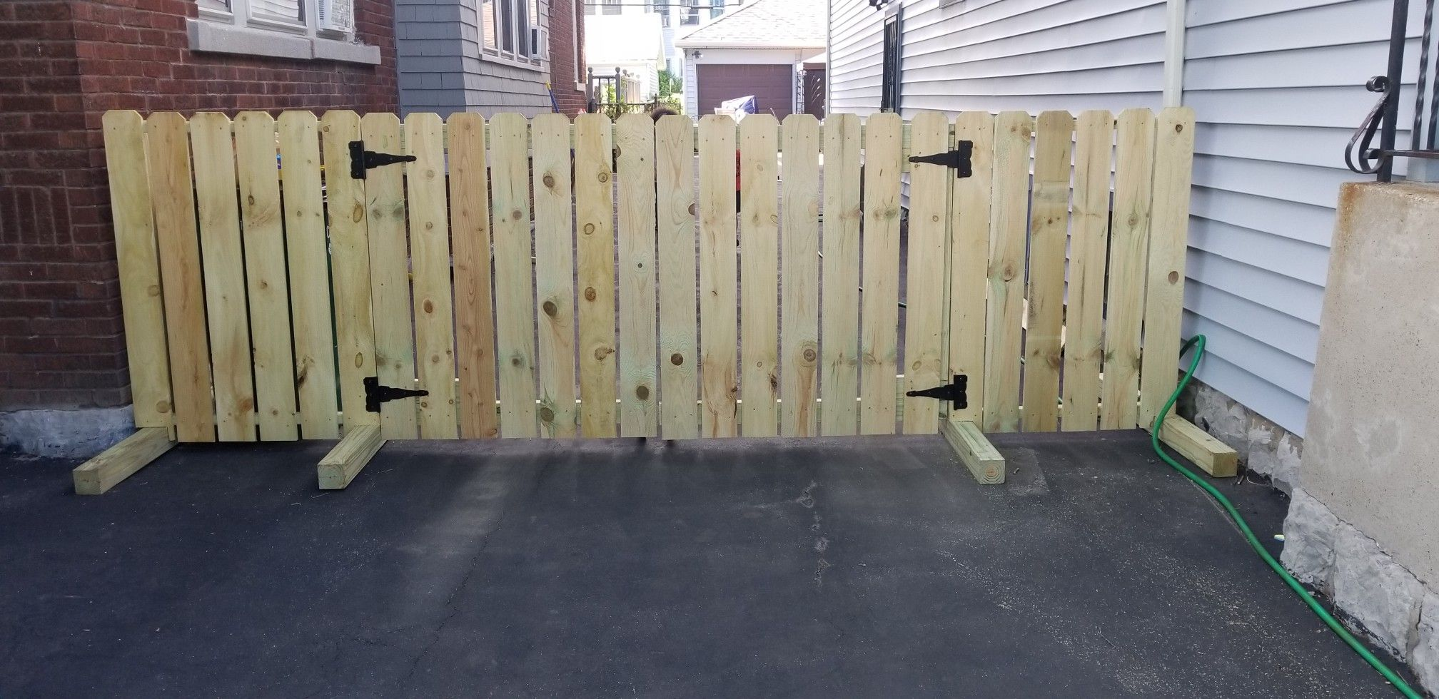 Diy Driveway Fence For Renters No Drilling Into Ground Portable Fence Diy Driveway Portable Fence Driveway Fence