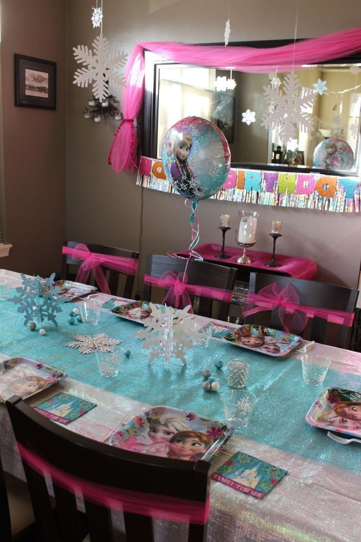 disney frozen party table setting 2014 halloween hanging snowflakes - Frozen Halloween Decorations
