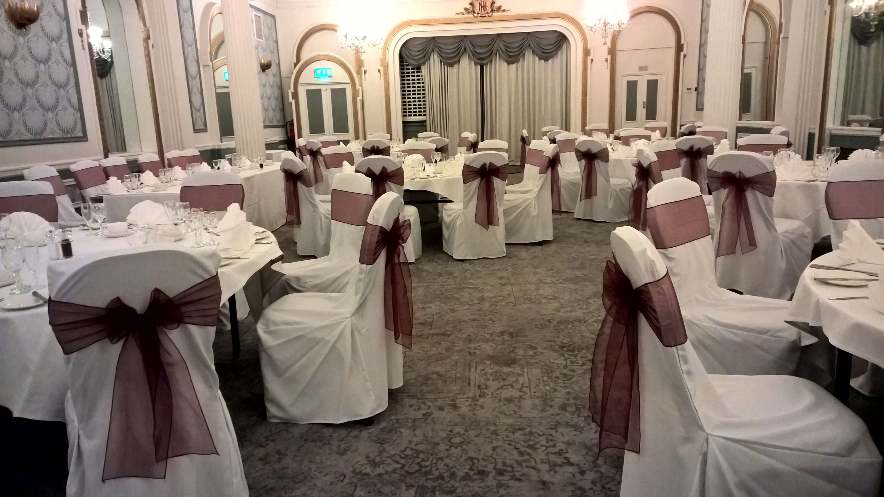 wedding chair covers eastbourne heart shaped white with buegandy organza sashs brightonchaircovers brightonweddingdecor dazzlingdecor