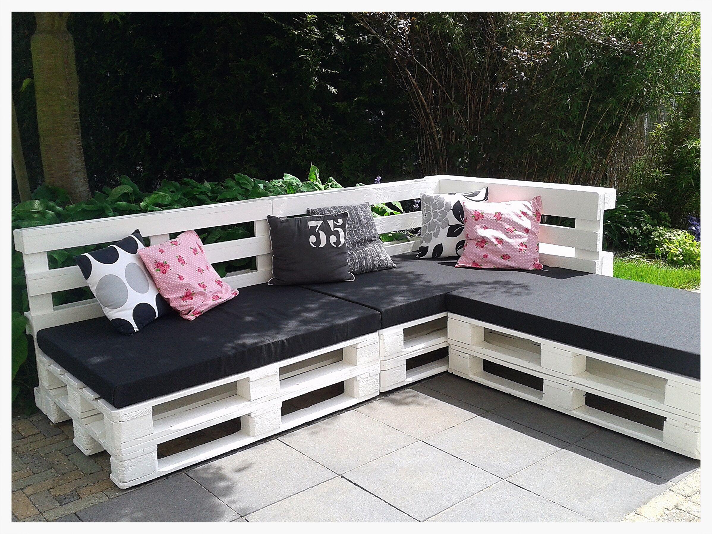 Diy Our Lounge Sofa Made Of Pallets Paletten Kissen Sofa