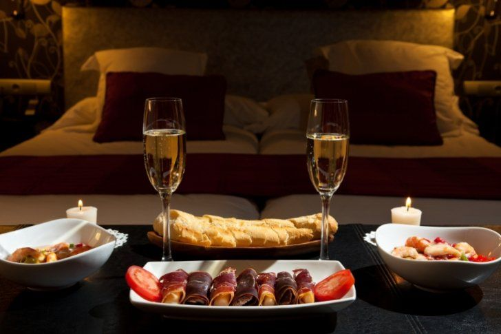 Tienes una cena rom ntica estos vinos son perfectos para - Noche romantica en casa ideas ...