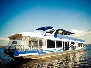 Branson House Boat Rental 4 Bdrm Houseboat On The Water Located At A Beautiful Resort Homeaway Houseboat Rentals House Boat Vacation
