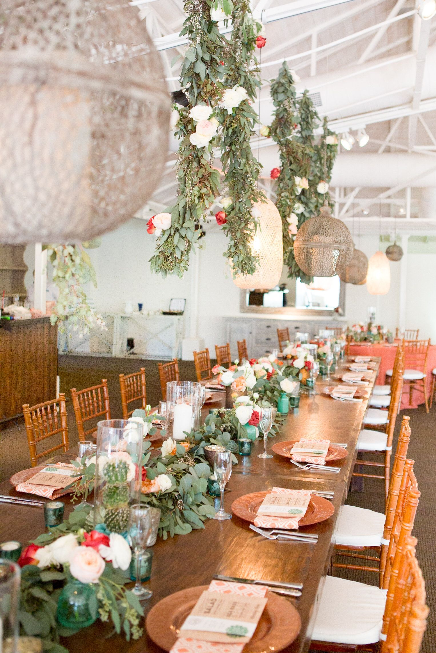 Meghan bens el chorro wedding hanging flower arrangements a desert chic wedding reception with hanging florals photo by amy jordan photography reviewsmspy
