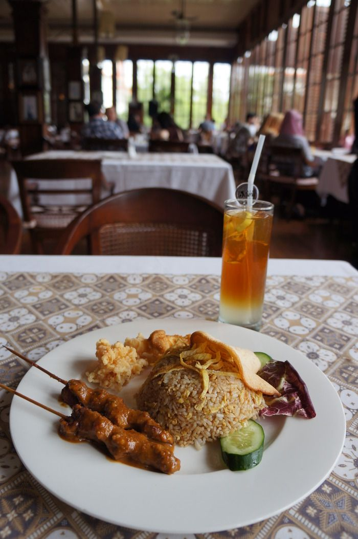 Nasi goreng: The ever-famous dish can be found everywhere, from streetside stalls to five-star hotels and government offices. (Photo by Keshie Hernitaningtyas)
