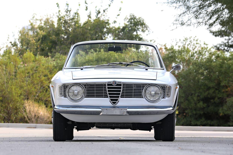 This 1966 Alfa Romeo Giulia Gtc Has Italian Style For Days Alfa Romeo Giulia Alfa Romeo Romeo