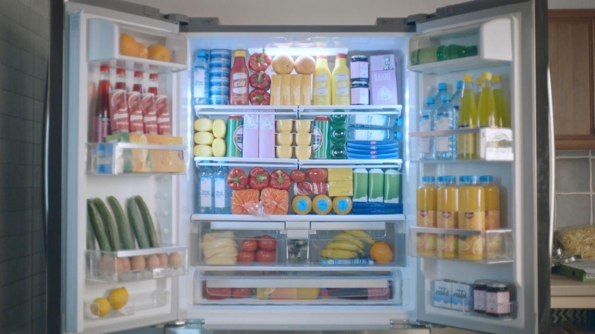 Retro Kühlschrank Otto : Trickshots und tetris mit dem hanseatic kühlschrank von otto
