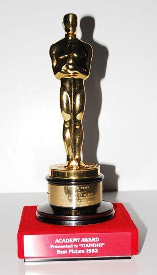 "Best Picture Oscar for ""Gandhi"" (1982) | Oscar winners ..."