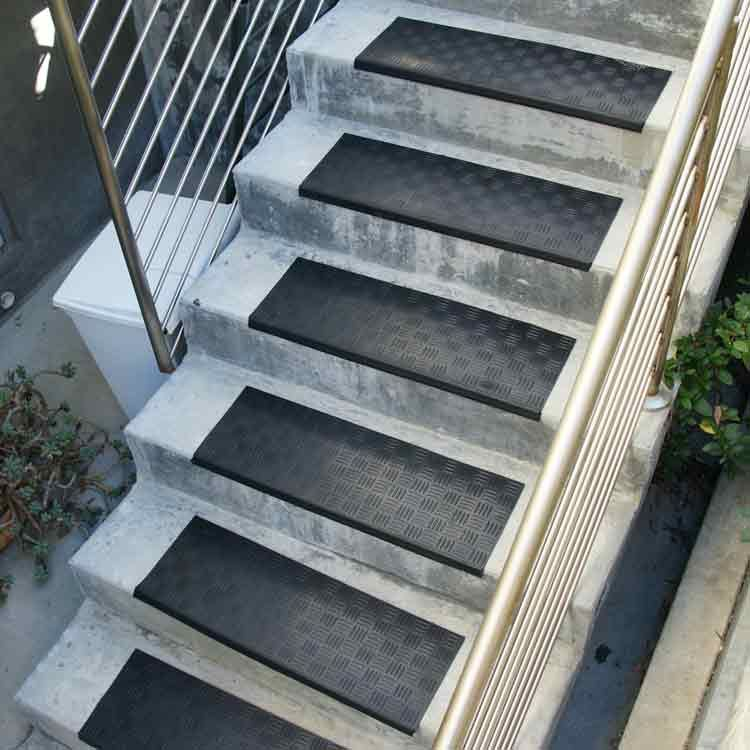 Best Diamond Grip Rubber Stair Tread Stair Tread Covers 400 x 300