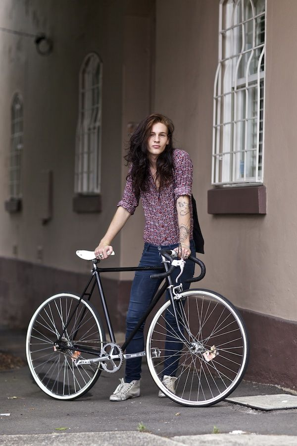 The Cyclist Style | Street Cycle And Fashion Photography | Bike Photos. Womens Urban Cycle Style - Relaxed and Ready to Roll.