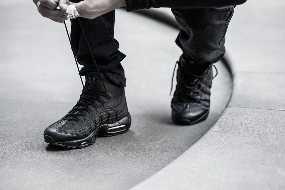 air max 95 triple black on feet