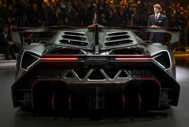 Fastest Lamborghini Ever Built Limited Edition 3 9 Million Veneno Sold Out With Images Lamborghini Veneno Super Cars Lamborghini