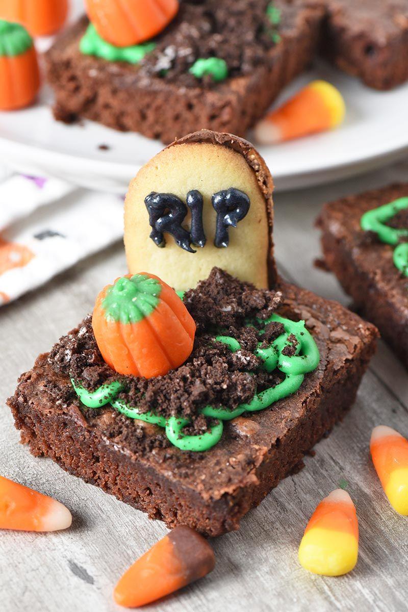 Spooky Graveyard Halloween Brownies - Adventures of Mel #halloweenbrownies