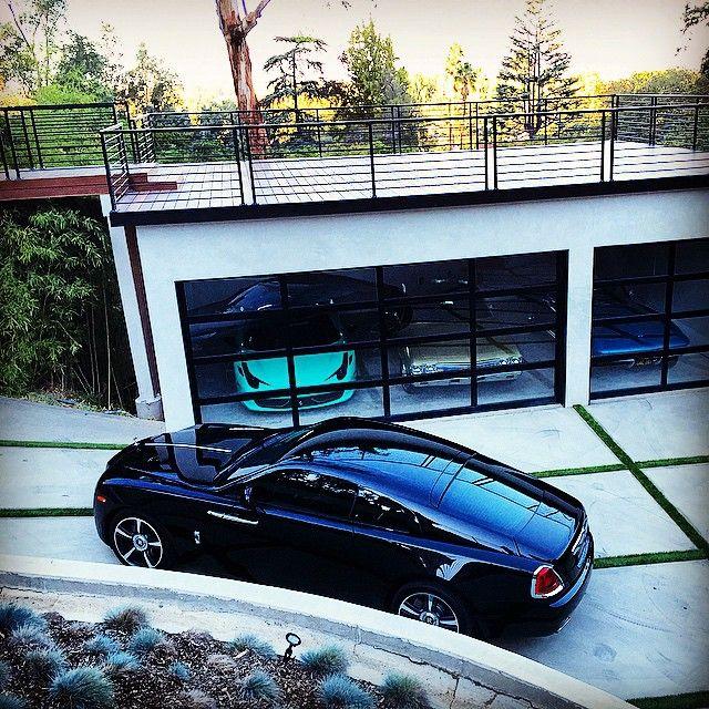 Nicky Diamonds Garage Is Complete Garage Design Modern Garage Luxury Garage