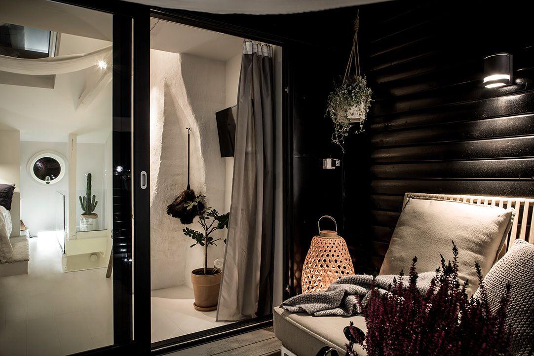 Zolder slaapkamer met inloopkast en balkon terras balkon