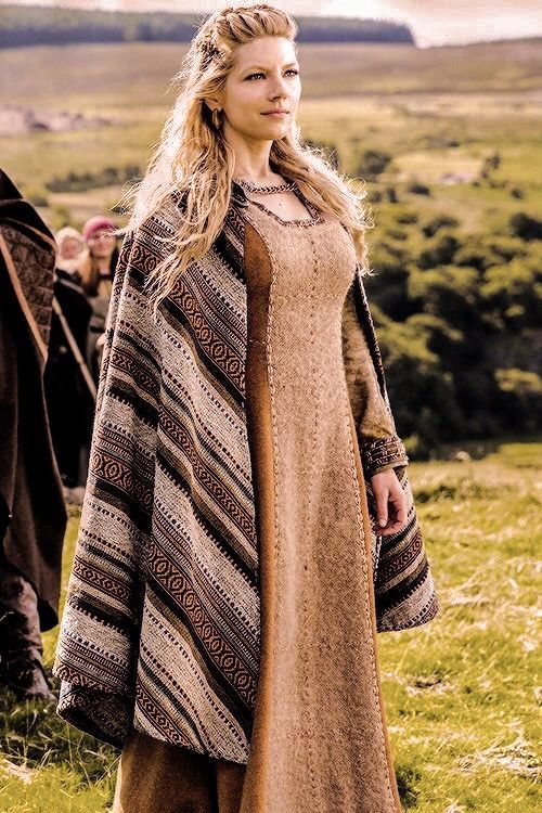 Recent Studies And Archeological Finds Show That The Number Of Scandinavian Female Settlers That Came To Eastern Engl Viking Clothing Viking Garb Viking Dress