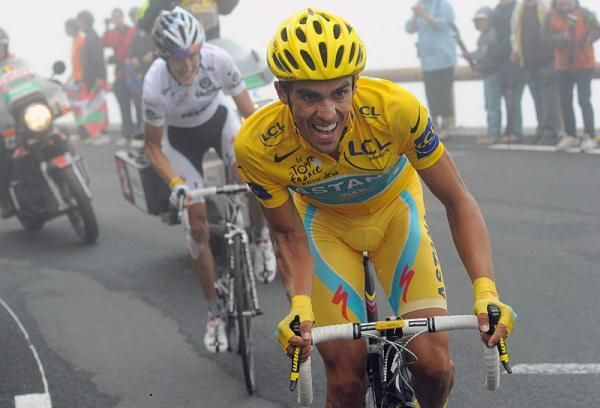 Contador Dukes It Out With Andy Schleckond On The Tourmalet Bicycle Sport Tour De France Cycling Motivation
