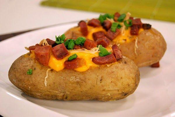 Batata Recheada com Cheddar e Frango: Fácil de fazer e saborosa! http://goo.gl/wRX37b