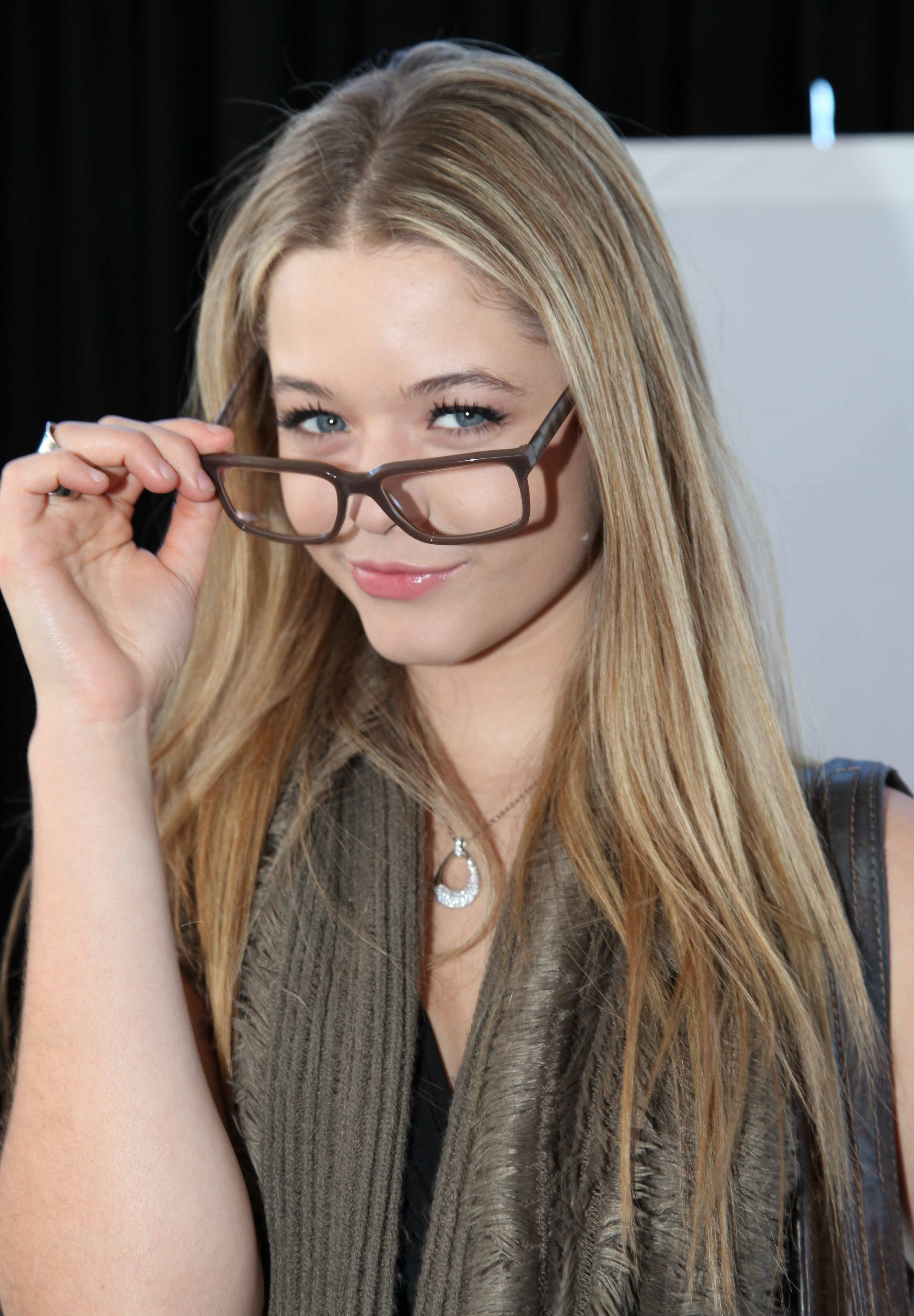 Spotted sasha pieterse wearing crizal no glare lenses at the golden spotted sasha pieterse wearing crizal no glare lenses at the golden globes 2012 gbk gift lounge thecheapjerseys Images