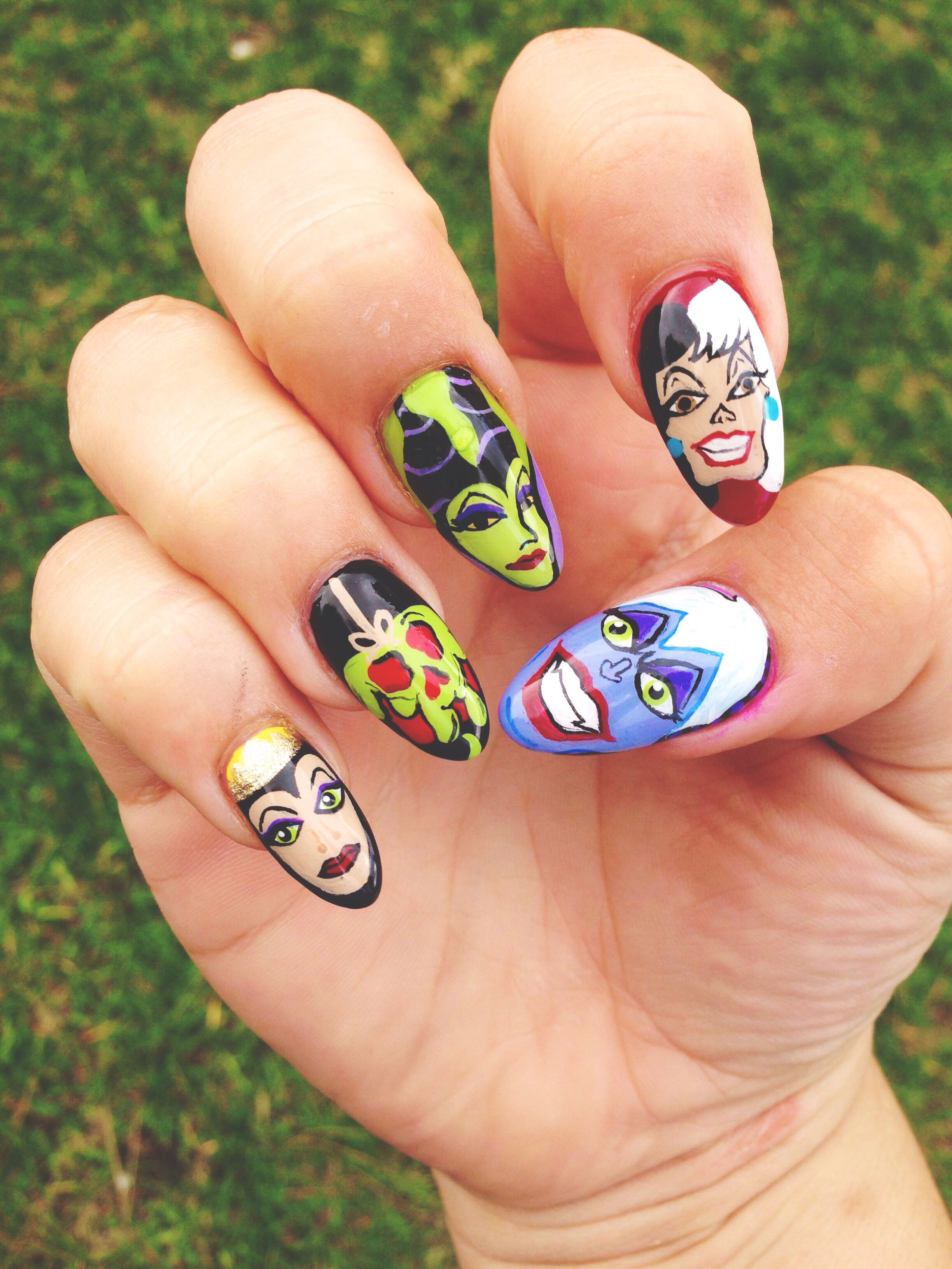 Disney nails painted with acrylic paint and a gel top coat took 4 disney nails painted with acrylic paint and a gel top coat took 4 hours prinsesfo Image collections