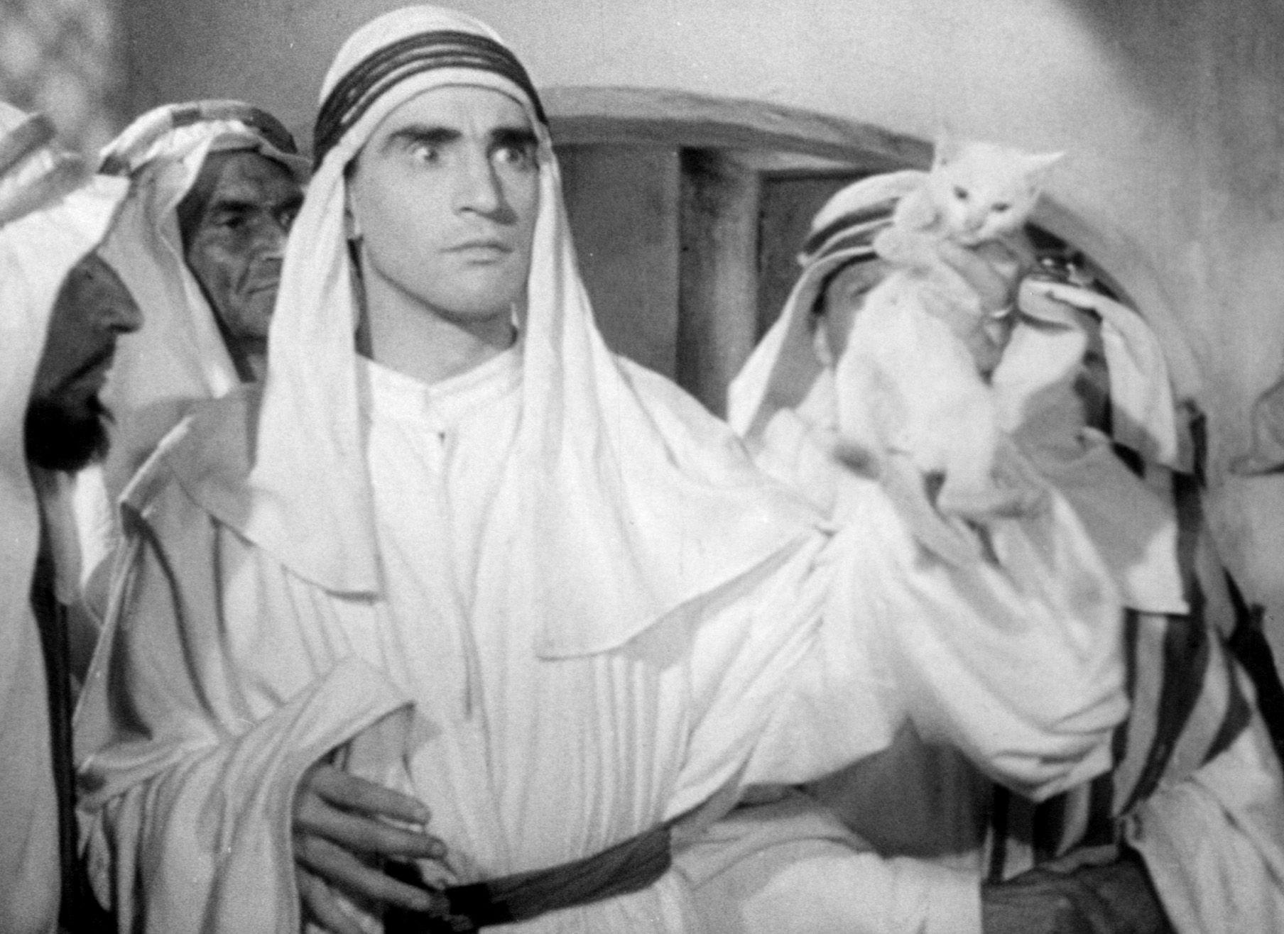 """Walter Chiari in """"Quel fantasma di mio marito"""" (dir. Camillo Mastrocinque  (1950)"""