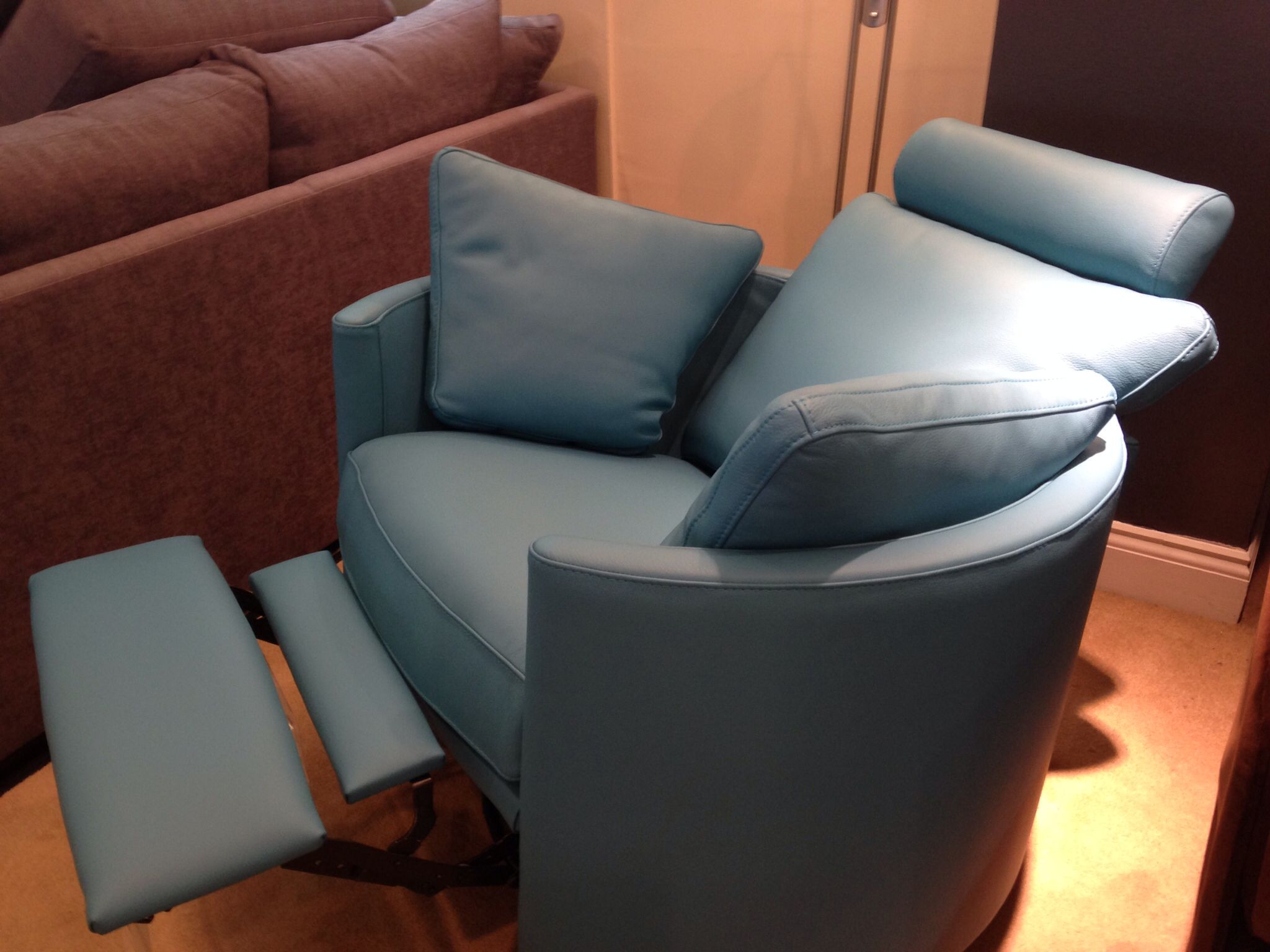 Charmant Turquoise Blue Leather Covered Electric Contemporary Recliner, Just Arrived  In To Our Showroom As The Latest Display Model.