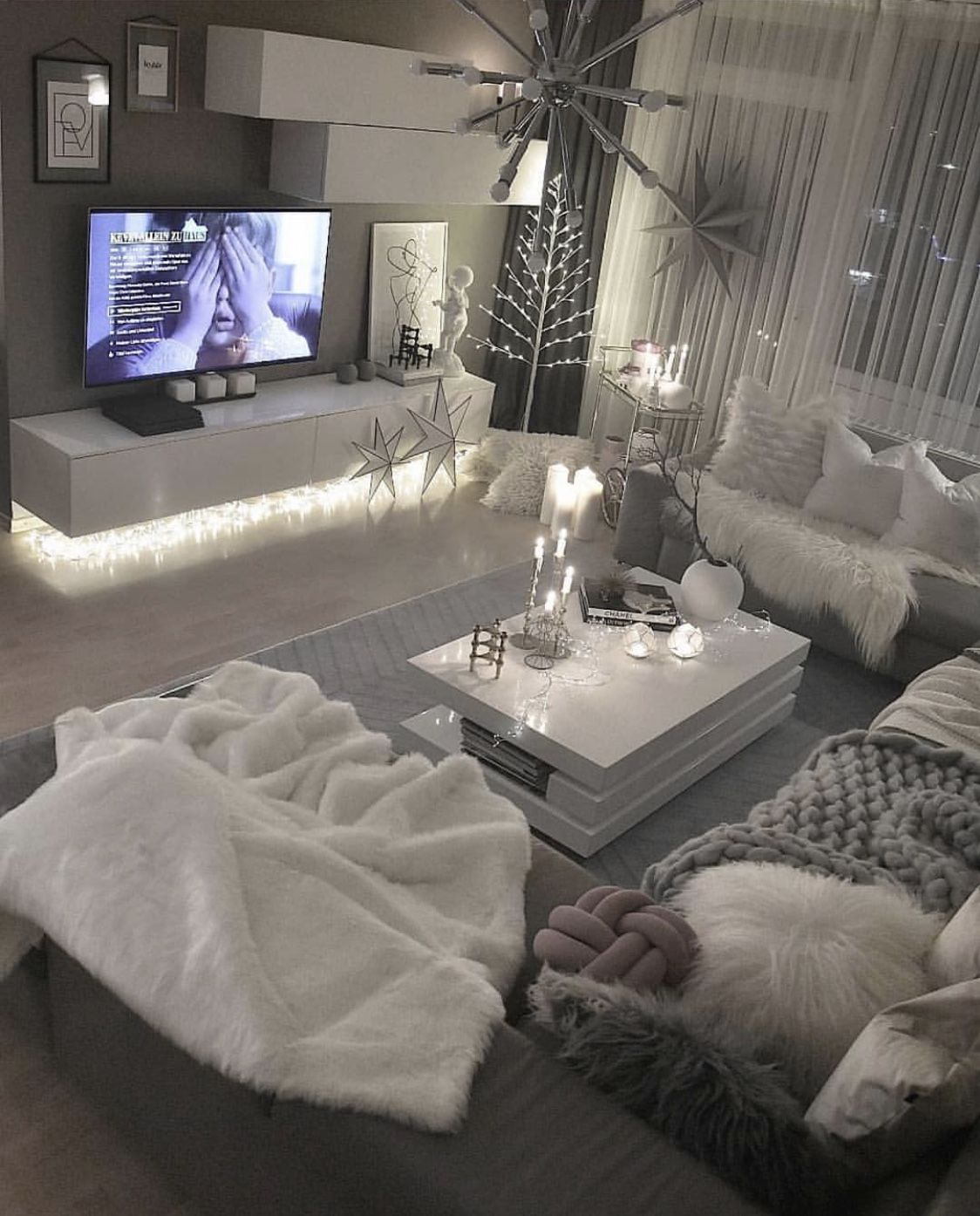 Pin by Kervanah on Hotbox in 2019 | First apartment ...