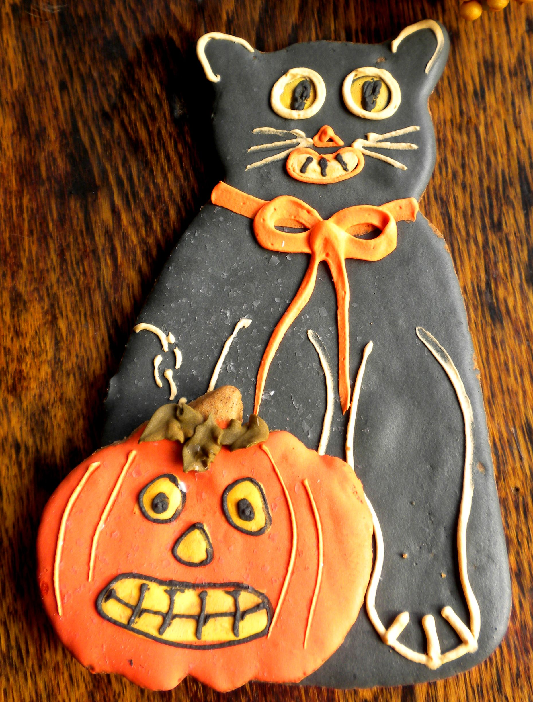 Primitive Cat with Pumpkin Cookie, June\u0027s Bakeshop, New Braintree MA - Halloween Decorated Cookies