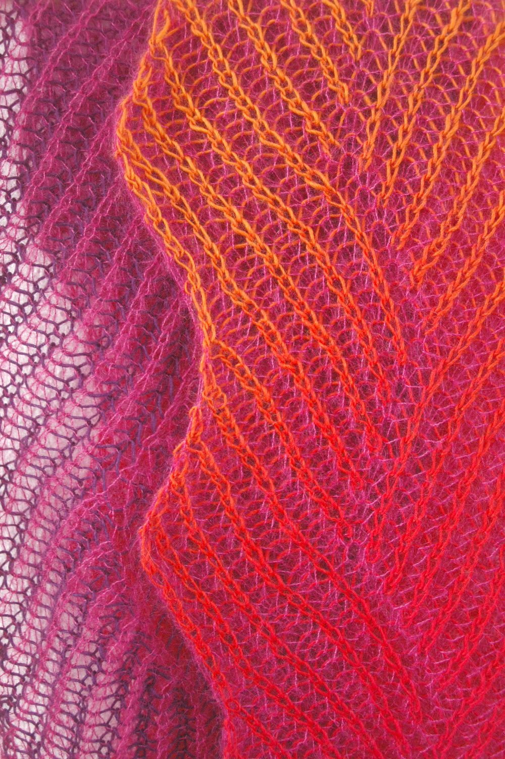 """spacecurry-diy: """" my lace version of Gretchen´s zigzag scarf by ..."""