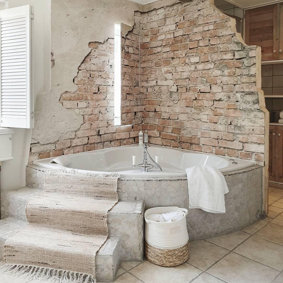 Wie Gefallt Euch Dieser Badezimmer Look Shoppt Laufer Und Korbe Furs Badezimmer Auf Unkonventionelles Badezimmer Badezimmer Boho Badezimmer