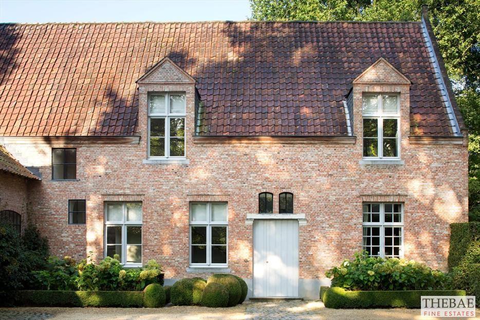 Recent eigentijds landhuis met prachtige details en hoogwaardige materialen van architect - Eigentijds tuinmodel ...