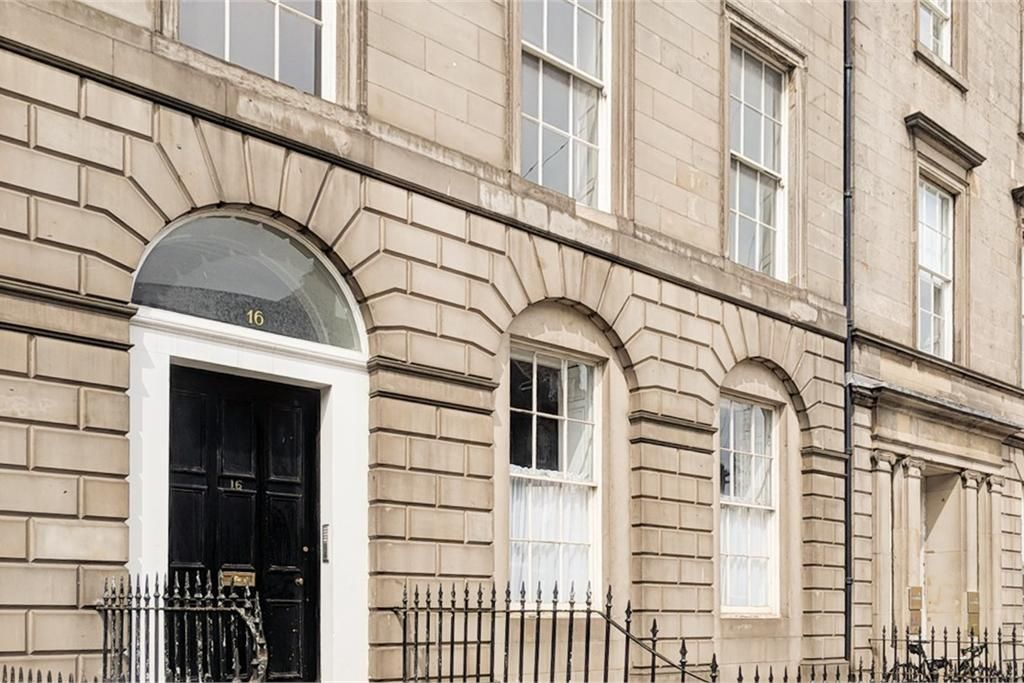 16 4 York Place Edinburgh Eh1 3ep Property For Sale 3 Bed