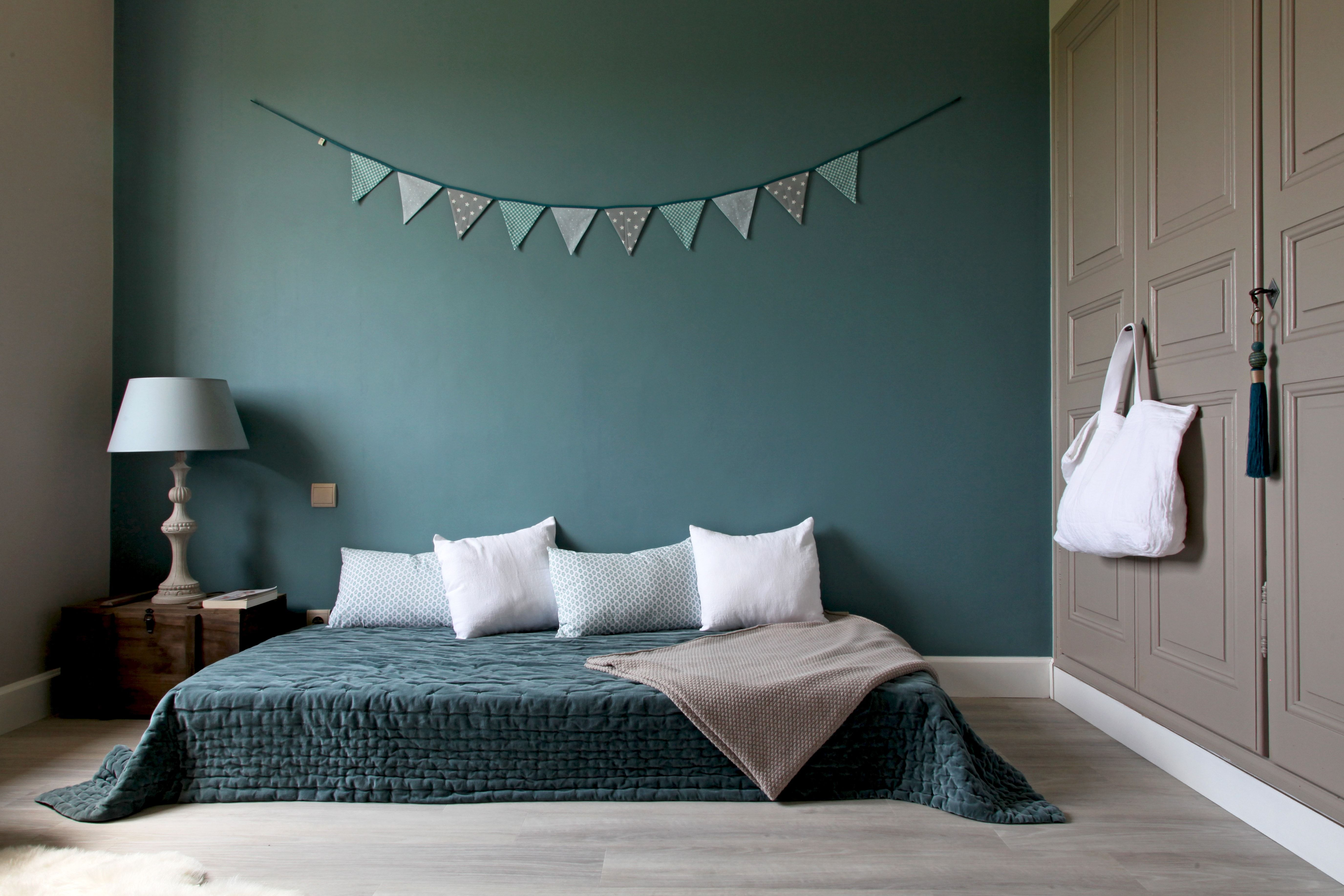 Un trio de couleurs  Deco chambre bleu, Déco chambre amis, Deco