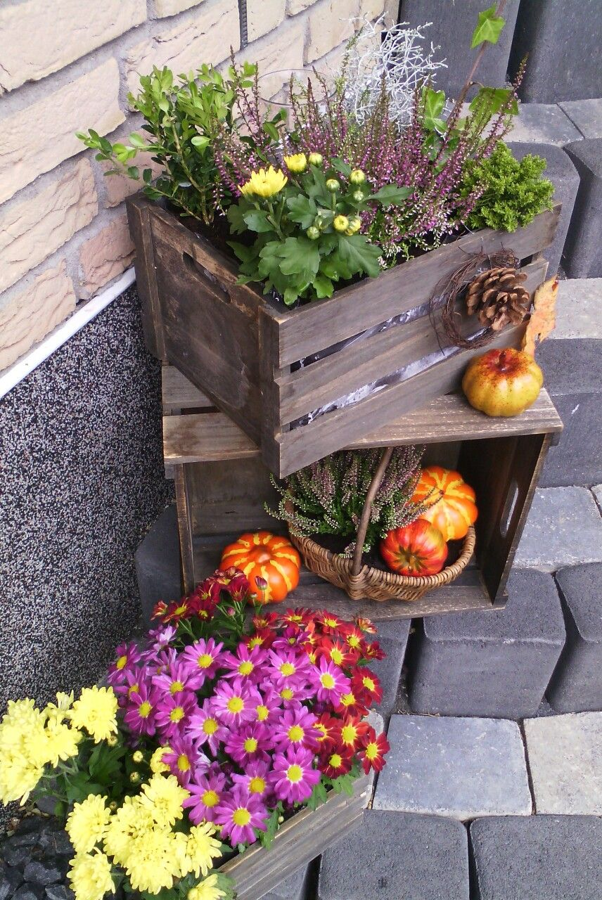 Herbstliche Deko Fur Den Hauseingang Herbst Dekor Herbst Dekoration Gartenspiegel