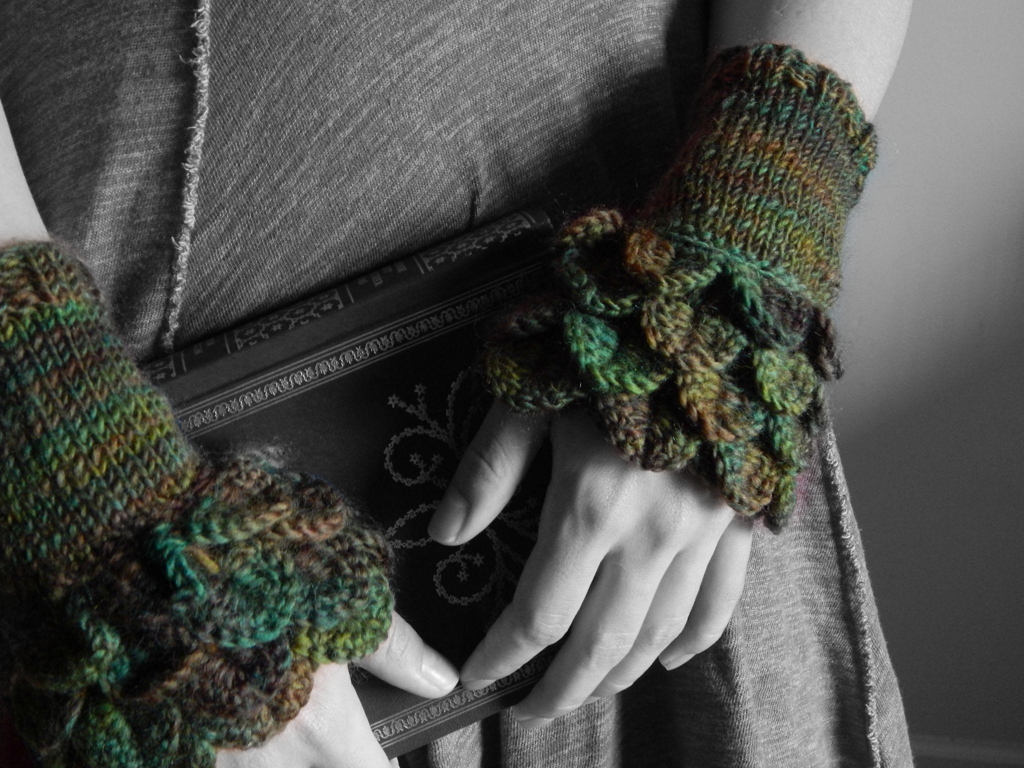 Crocodile stitch forest cuffs | Moogly Community Board | Pinterest ...