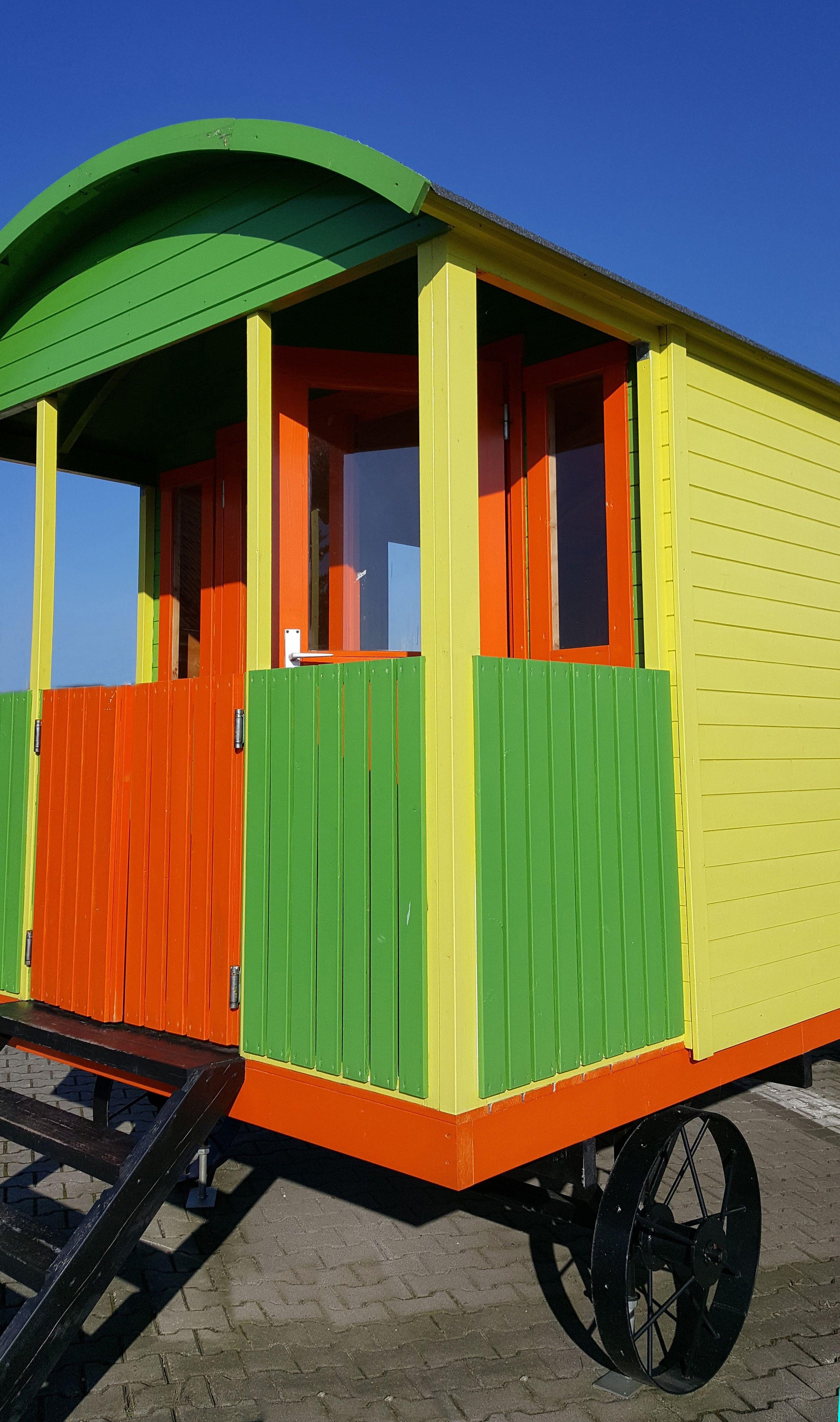 bunter und farbenfroher zirkuswagen bauwagen oder. Black Bedroom Furniture Sets. Home Design Ideas